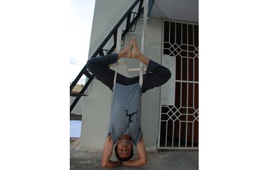 Using Rope sirsasana belt by Vinay Siddaiah